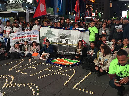 न्युयोर्कको टाईम्स स्क्वायरमा दीप प्रज्वलन गर्दै नेपाली जन समुदायहरु